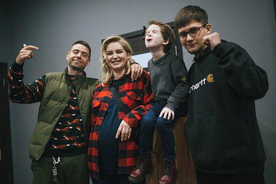 Сергей Михалок с женой и сыновьями